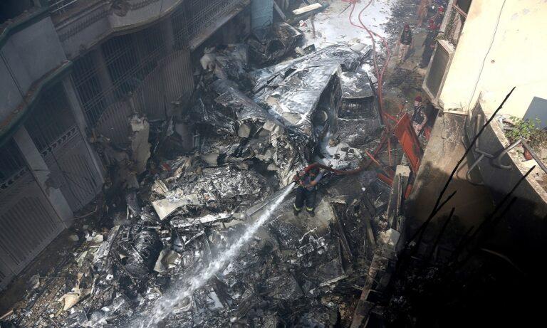 Πακιστάν: Βρέθηκαν τα δύο μαύρα κουτιά του μοιραίου Airbus 320