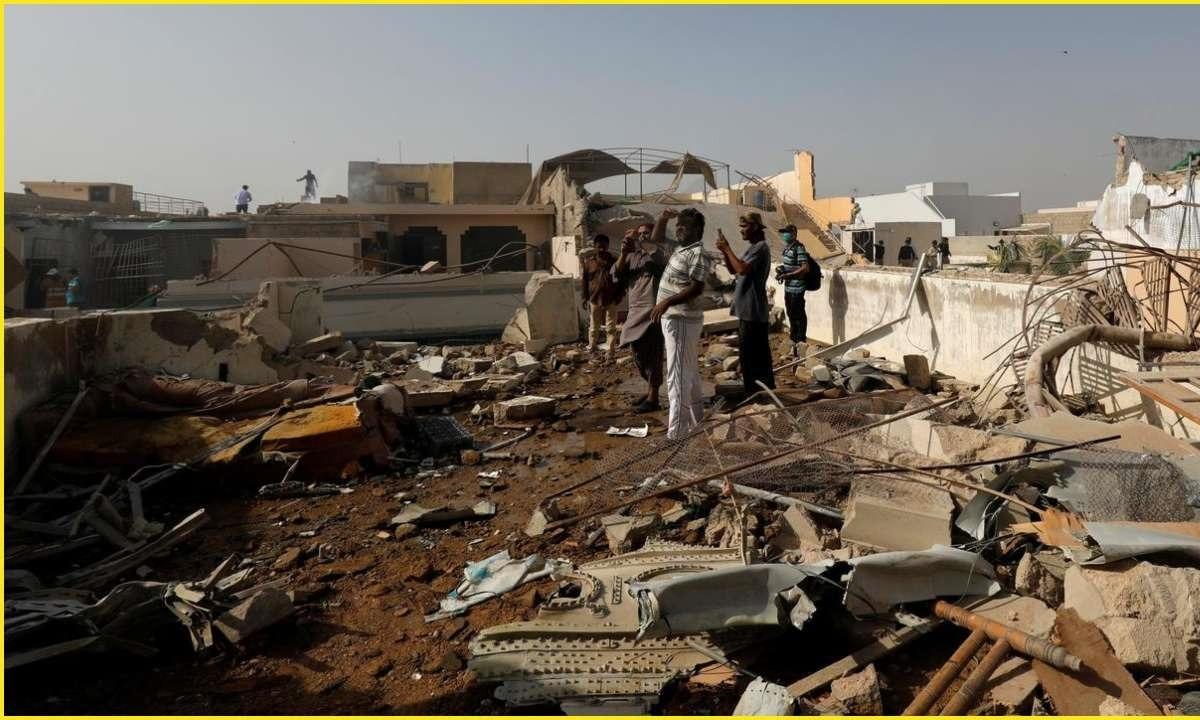 Απίστευτο! Πώς σώθηκε από την αεροπορική τραγωδία στο Πακιστάν (vids)