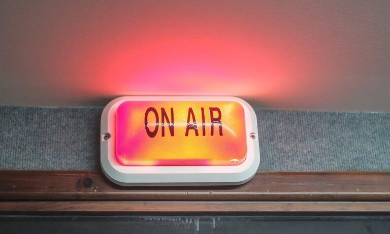 Αυτός ο ραδιοφωνικός σταθμός σάρωσε στην καραντίνα!