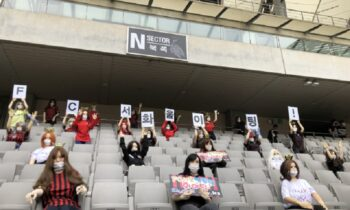 Τρομακτικές κούκλες αντί για οπαδούς στις κερκίδες στην Κορέα (pic)