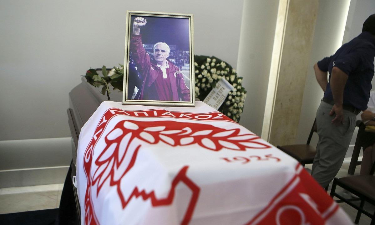 Νίκος Αλέφαντος - Κηδεία: Όλοι ήταν εκεί για τον «άρχοντα» (vid+pics)