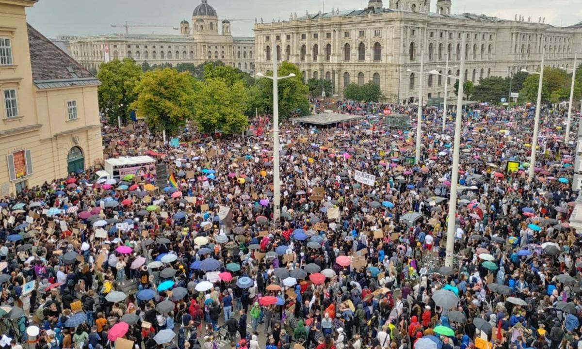 Αυστρία-Τζορτζ Φλόιντ: Πάνω από 50.000 κόσμου φώναξε κατά του ρατσισμού (pics, vids)