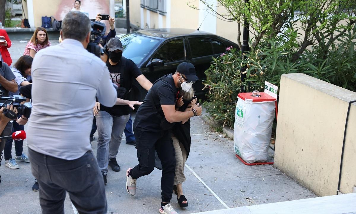 Επίθεση με βιτριόλι: Όλες οι κινήσεις της 35χρονης κατηγορούμενης (pics, vid)