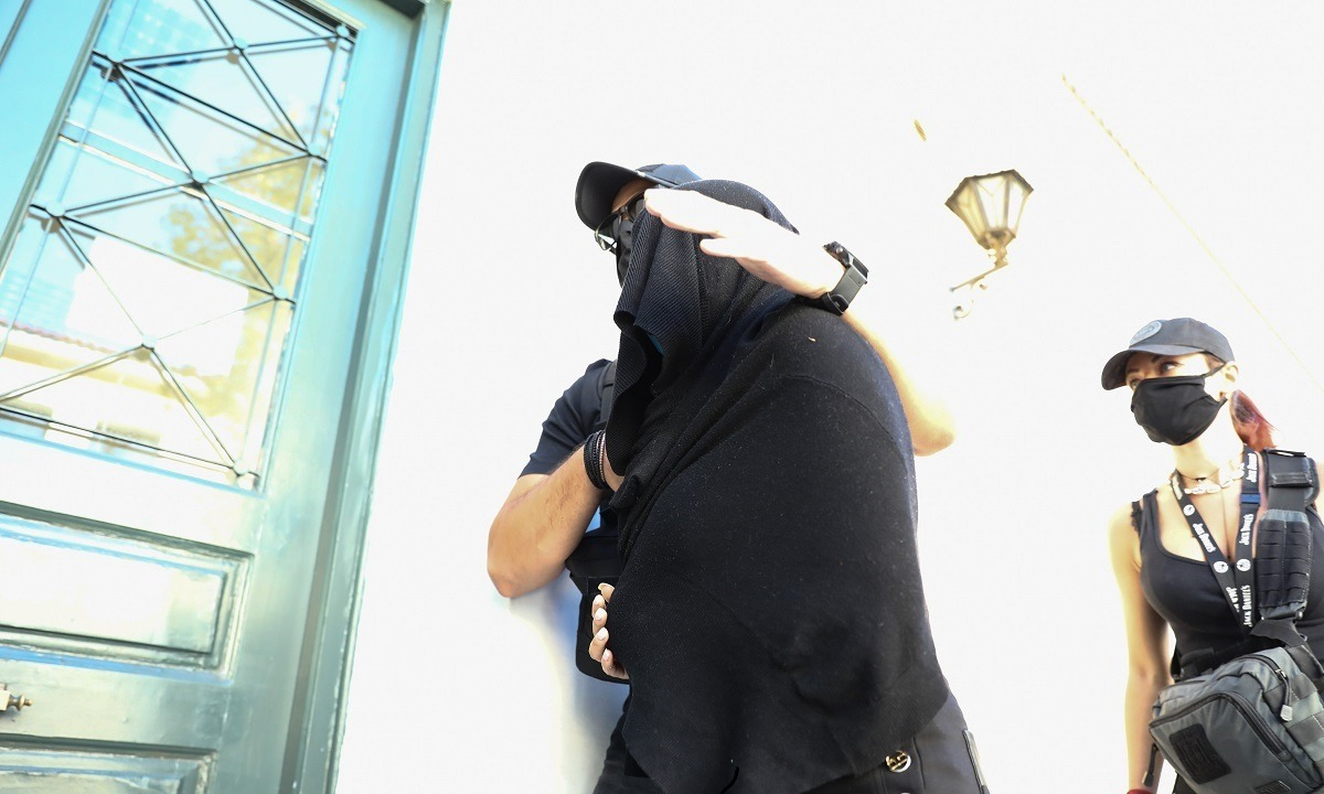 Επίθεση με βιτριόλι: Χαρτομαντεία κρύβουν οι σημειώσεις της 35χρονης (vids)