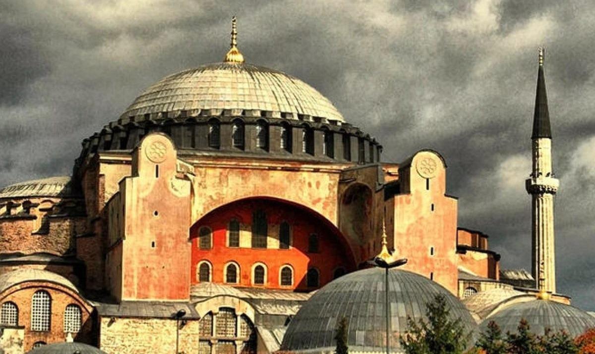 Τύπος της Τουρκίας για την Αγιά Σοφιά: «Τρόμαξαν οι Ελληνες, ήρθε η ώρα να γίνει τζαμί»