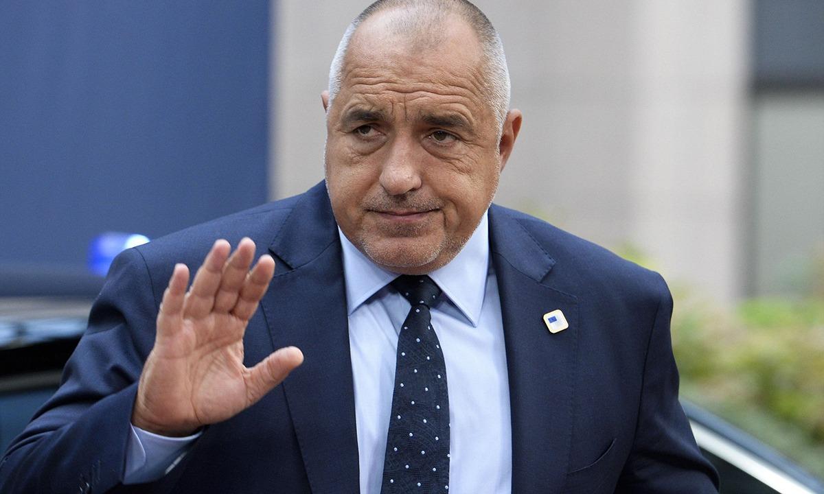 Βουλγαρία: Ο πρωθυπουργός της χώρας κοιμάται με όπλο, 500ευρα και χρυσό! (pics)