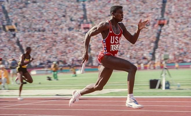 Καρλ Λιούις: Ο πιο επιτυχημένος αθλητής στίβου στην ιστορία των Ολυμπιακών Αγώνων (vids)