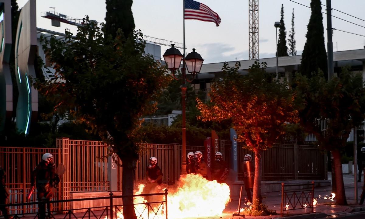 Επεισόδια στην αμερικανική πρεσβεία – Μολότοφ και χημικά! (vid)