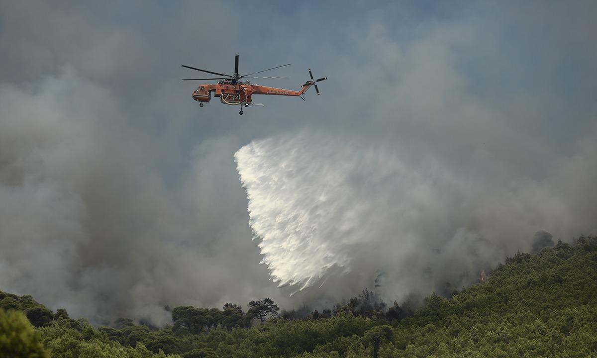 Φωτιά: Επιχείρηση της Πυροσβεστικής στον Ασπρόπυργο