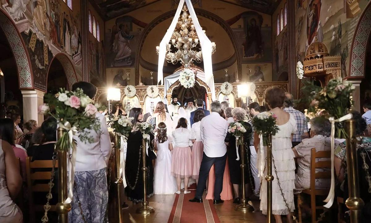 Γάμος – Βάφτιση: Χαλαρώνουν τα μέτρα στις εκκλησίες για τα μυστήρια
