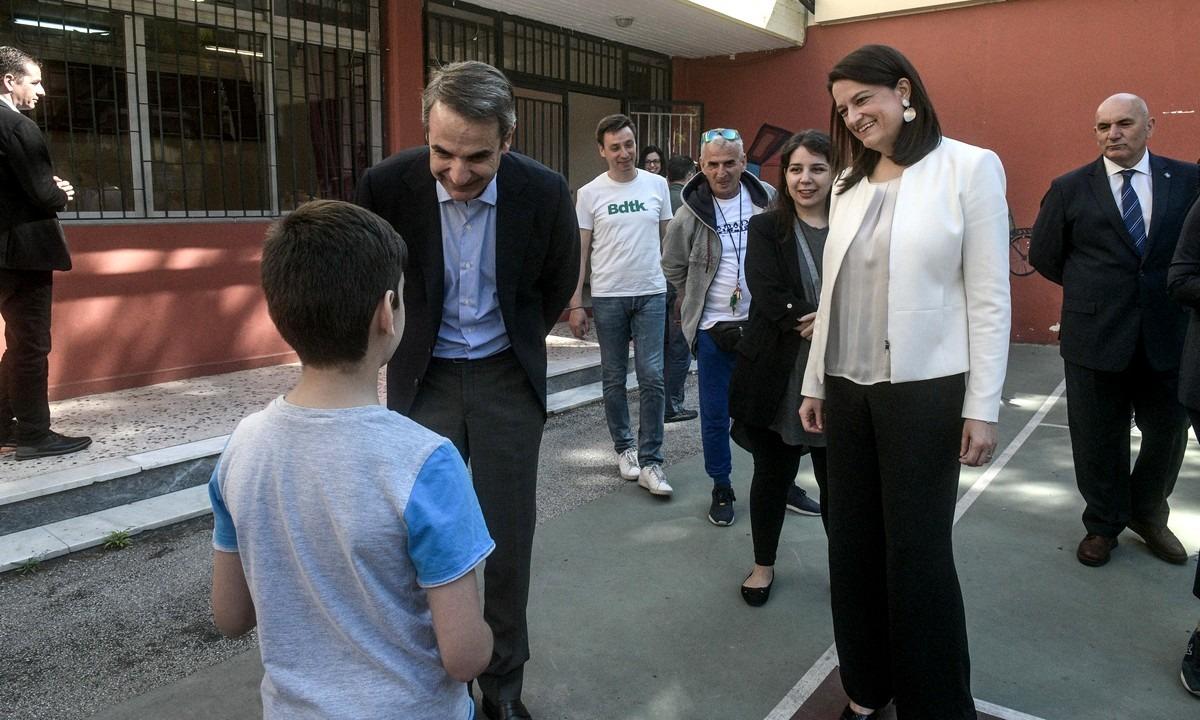 Μητσοτάκης: Ρώτησε παιδάκι πώς λένε τον πρωθυπουργό (vid) - Sportime.GR