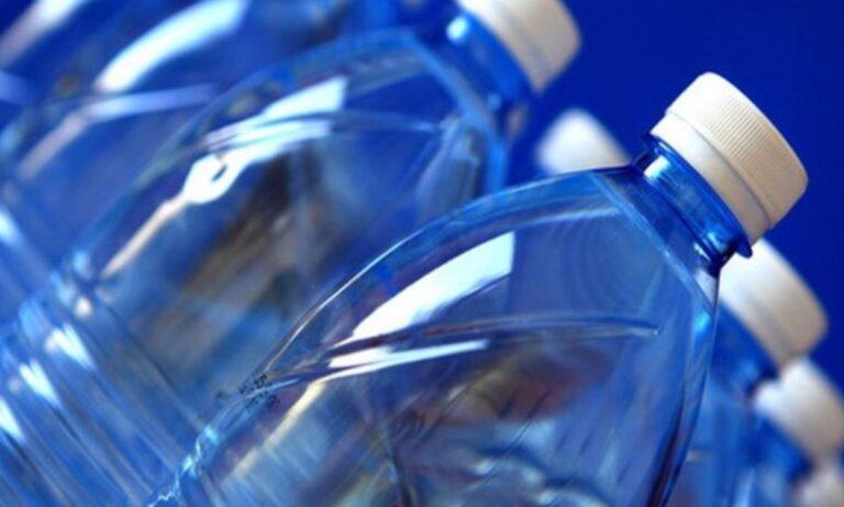 Προσοχή! Ο λόγος που δεν πρέπει να αφήνει πλαστικά μπουκάλια στο αυτοκίνητο