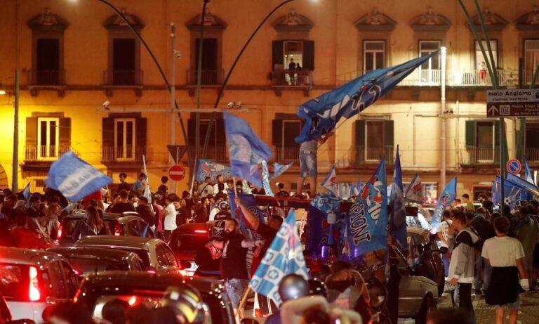 «Ξέχασαν» τον κορονοϊό στη Νάπολη – Χαμός στην πόλη με την κατάκτηση του Κυπέλλου (pics-vids)