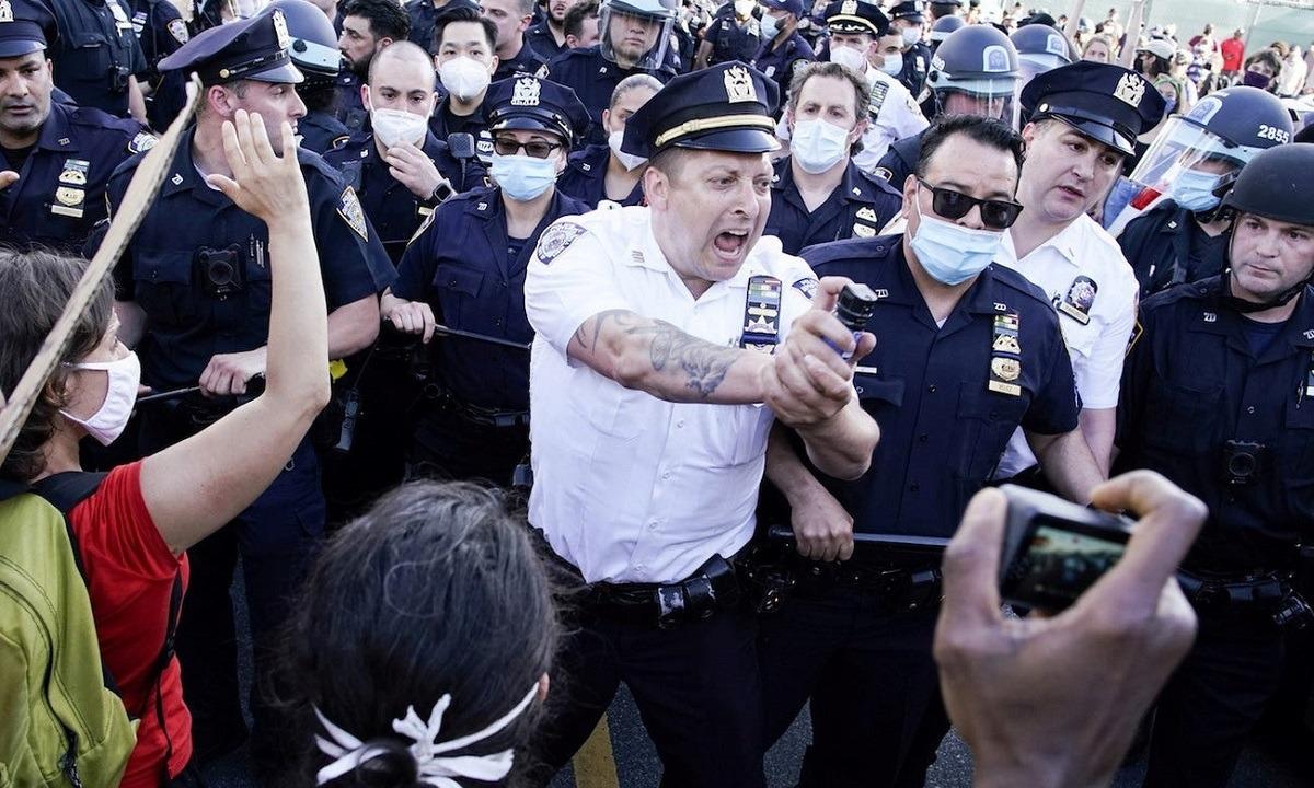 ΗΠΑ: Μαχαίρωσαν και πυροβόλησαν αστυνομικούς