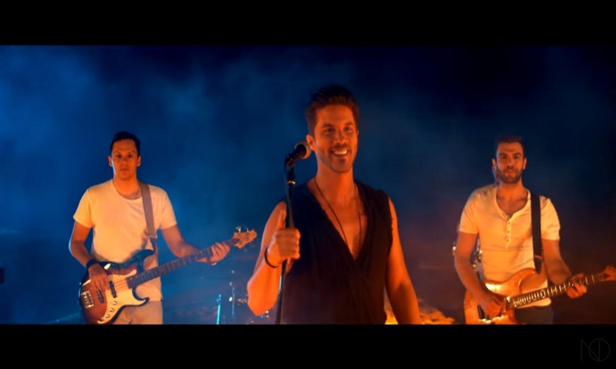 Νίκος Οικονομόπουλος: «Σκάσε ένα φιλί» το νέο τραγούδι του – Ακούστε το (vid)
