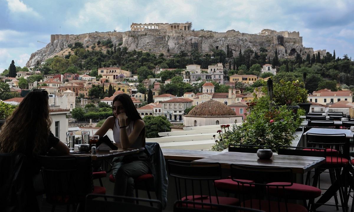 Κορονοϊός: Πάει για ως έχει το ωράριο σε μπαρ- εστιατόρια- καφέ