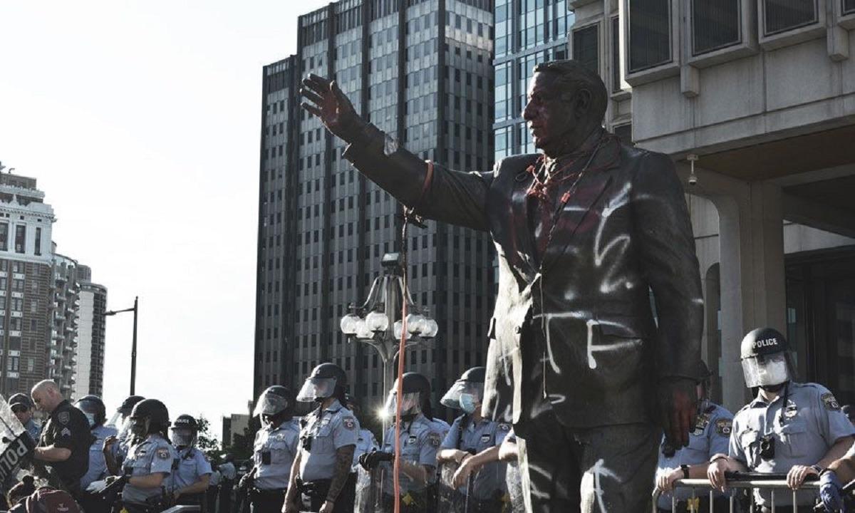 Φιλαντέλφια: Αφαίρεσαν το άγαλμα του Frank Rizzo, πρώην αρχηγού αστυνομίας και ρατσιστή δημάρχου
