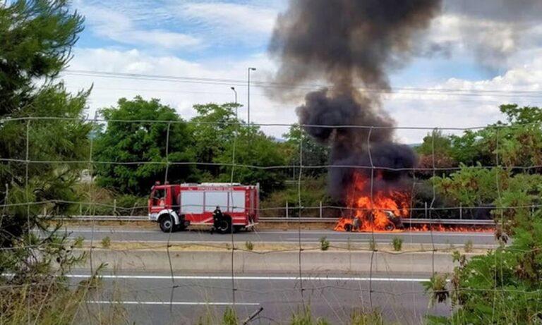 Σχηματάρι: Αυτοκίνητο τυλίχθηκε στις φλόγες (pics)