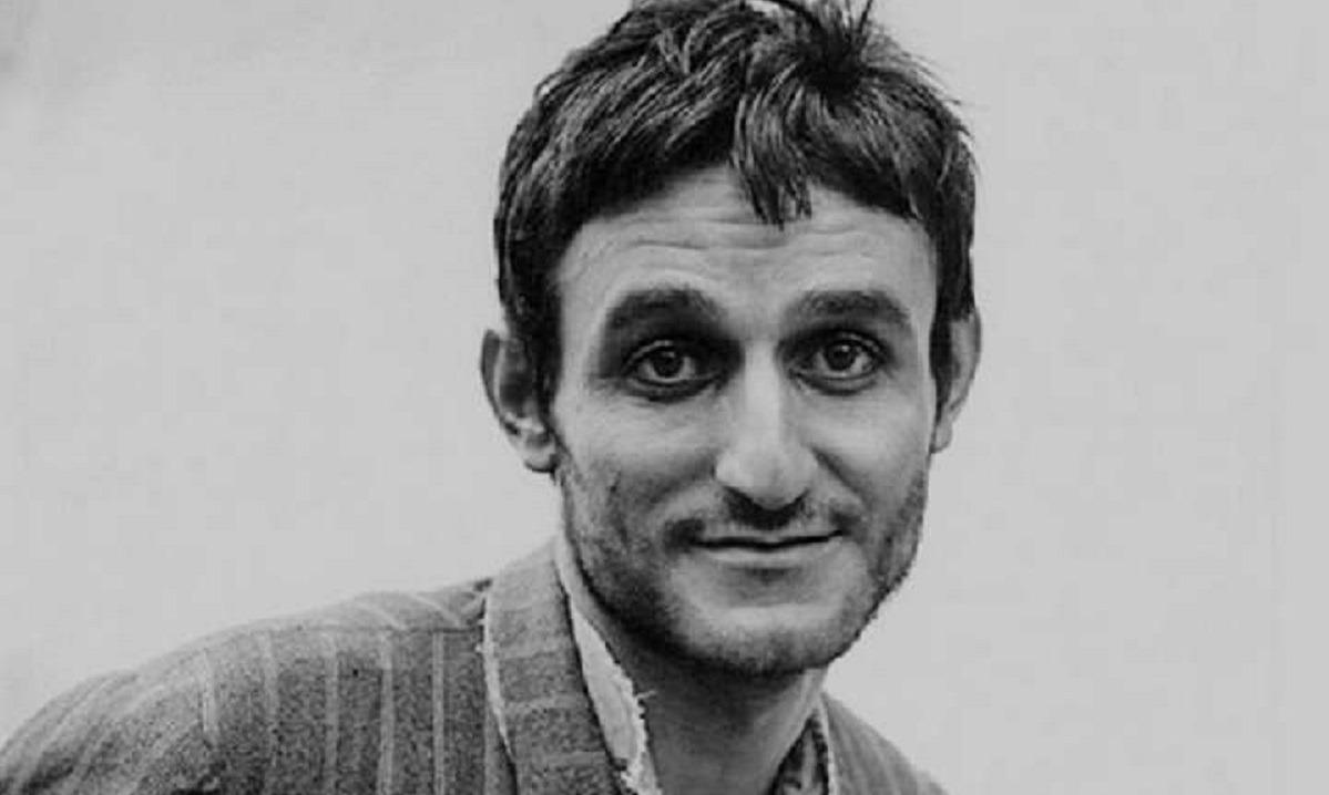 Σωτήρης Μουστάκας: 13 χρόνια χωρίς τον μεγάλο κωμικό (vids)