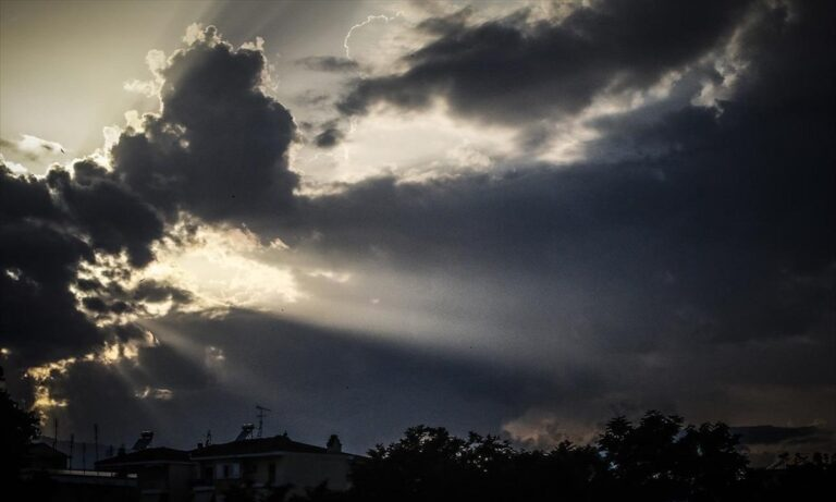 Καιρός 3/6: Νεφώσεις με σποραδικές καταιγίδες
