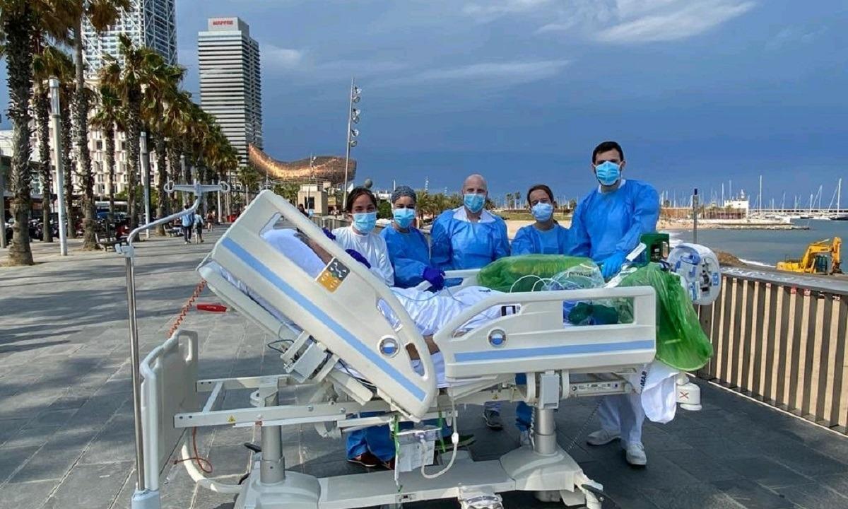 Βαρκελώνη: Νοσηλευτές πηγαίνουν βόλτα στη θάλασσα ασθενείς με κορονοϊό - Sportime.GR