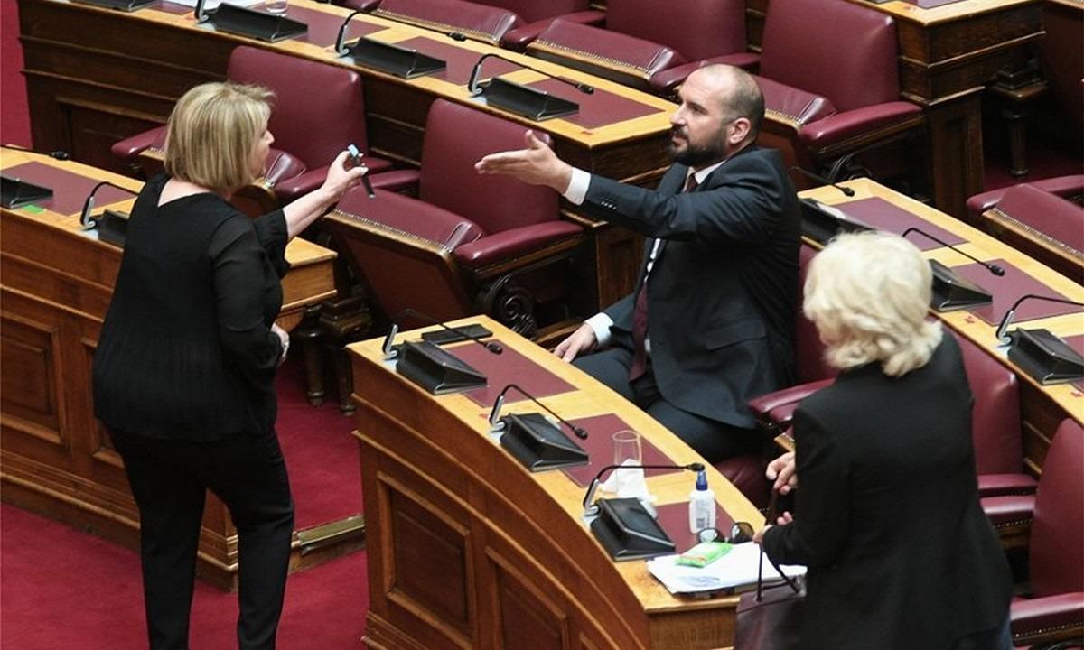 Βουλή: Ομηρικός καυγάς Βούλτεψη με Τζανακόπουλο και Αναγνωστοπούλου (pics)