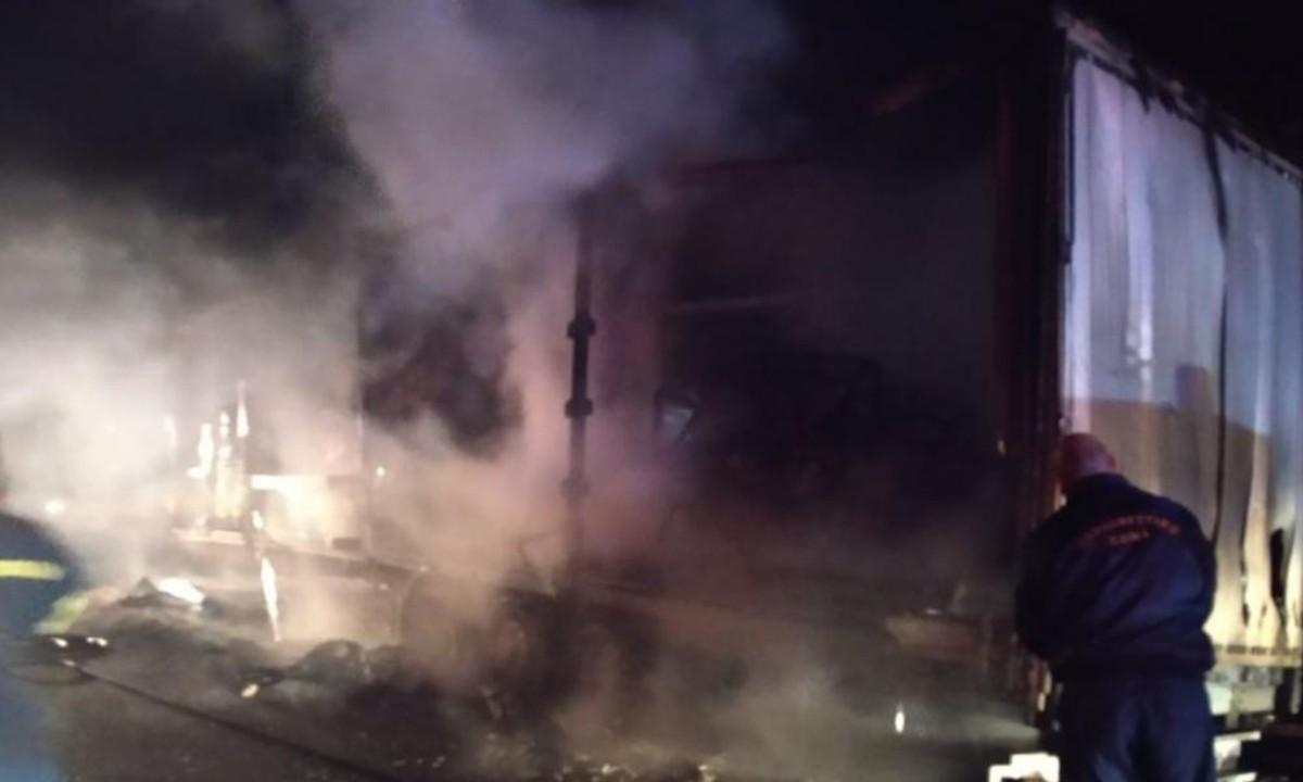 Φωτιά τώρα σε νταλίκα στην Αθηνών-Κορίνθου – Έκλεισε η Εθνική οδός