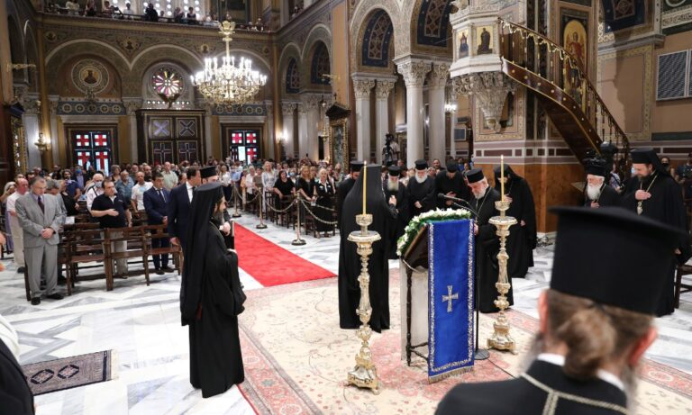 Live: Η Ιερά Ακολουθία του Ακάθιστου Ύμνου στη Μητρόπολη Αθηνών (vid)