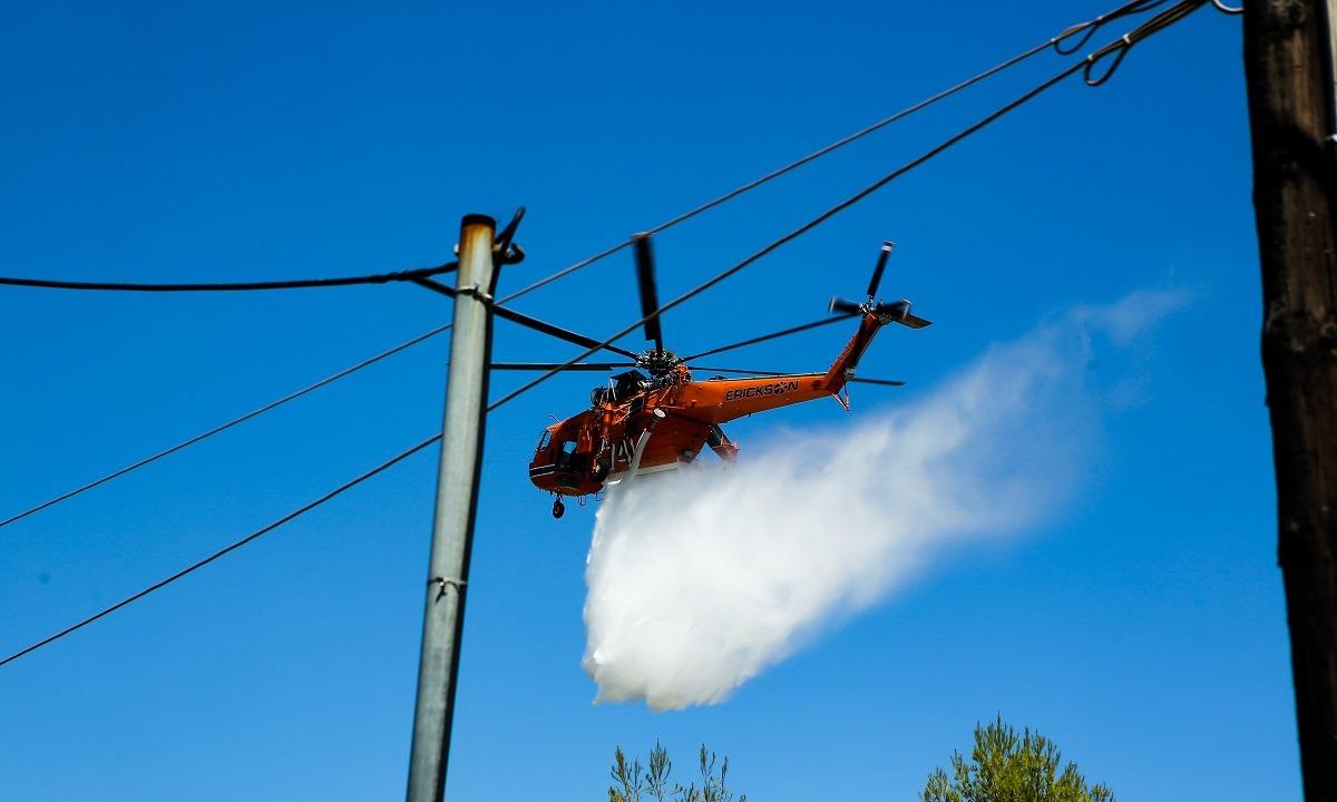 Κάρυστος: Μεγάλη φωτιά, ισχυροί άνεμοι στην περιοχή