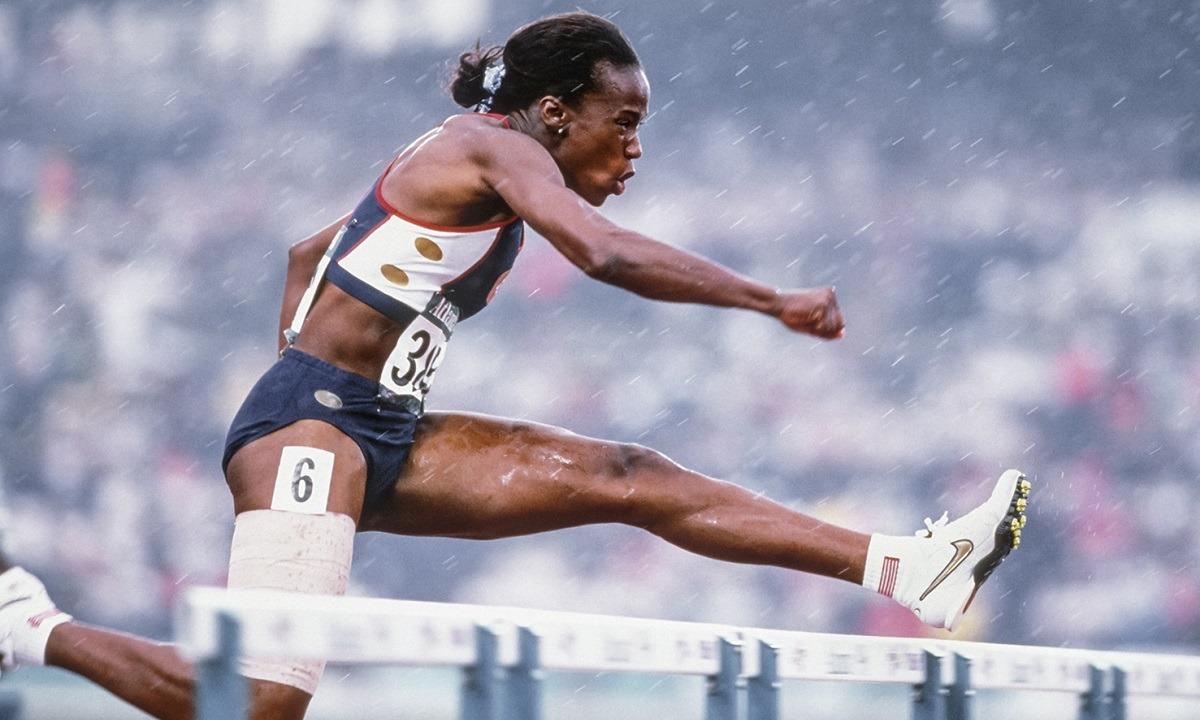 25 Ιουλίου: Το τέλος της καριέρας της θρυλικής επταθλήτριας Τζάκι Τζόινερ Κέρσι (pics-vids)