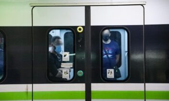 Νομισματοκοπείο: Άνδρας έπεσε στις γραμμές του μετρό
