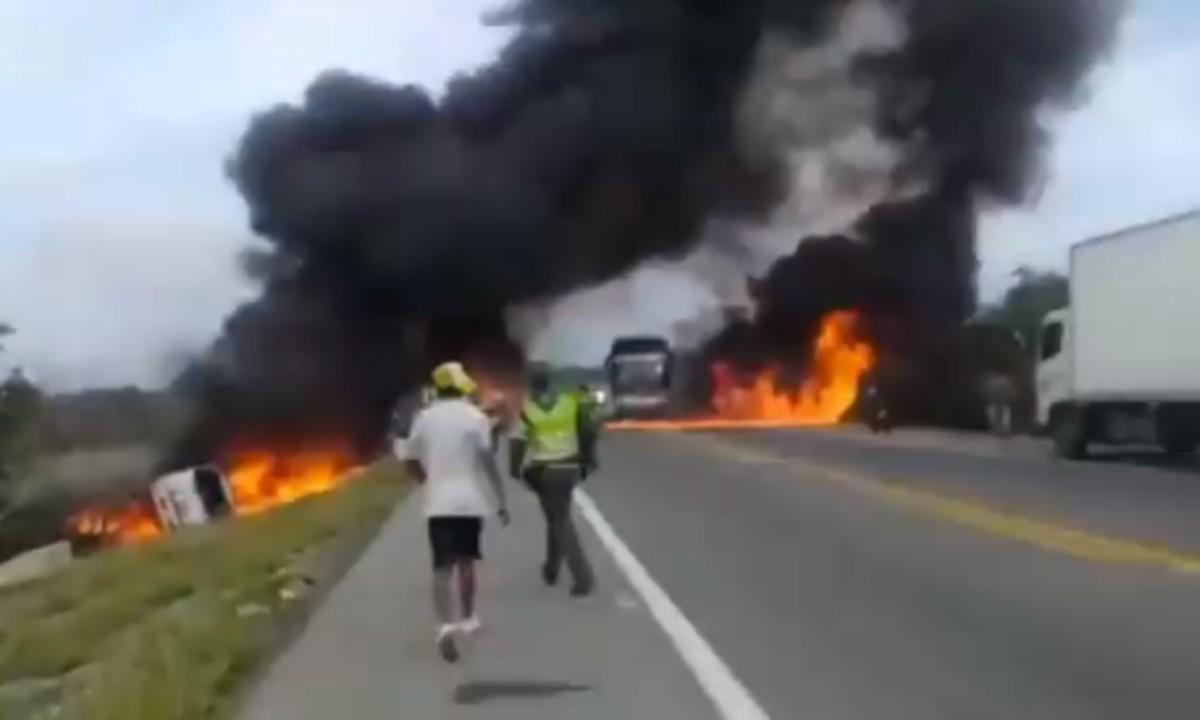 Κολομβία – Τραγωδία: Επτά νεκροί και δεκάδες τραυματίες από έκρηξη βυτιοφόρου (vid)