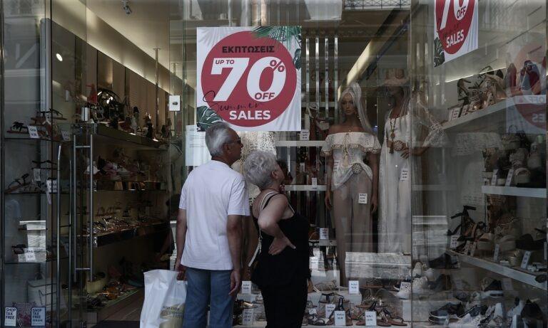 Εκπτώσεις: Άδεια τα καταστήματα – Συνωστισμός χωρίς μάσκες στα εμπορικά