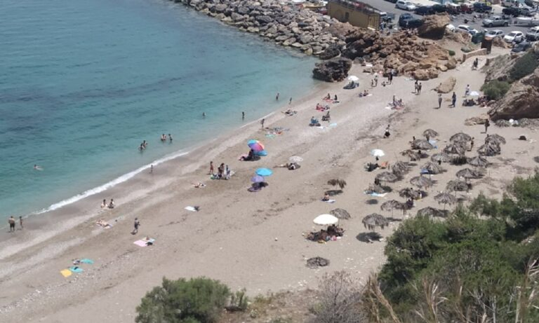 Ηράκλειο: Άνδρας φωτογράφιζε παιδιά στην παραλία του Μαλεβιζίου! (vid)