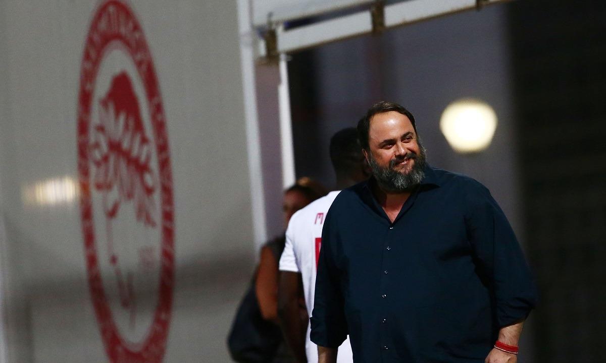 Μαρινάκης: Είδε από κοντά το Ολυμπιακός – Ομόνοια (pics). Στο πλευρό της ομάδας του βρέθηκε ο Βαγγέλης Μαρινάκης, που...