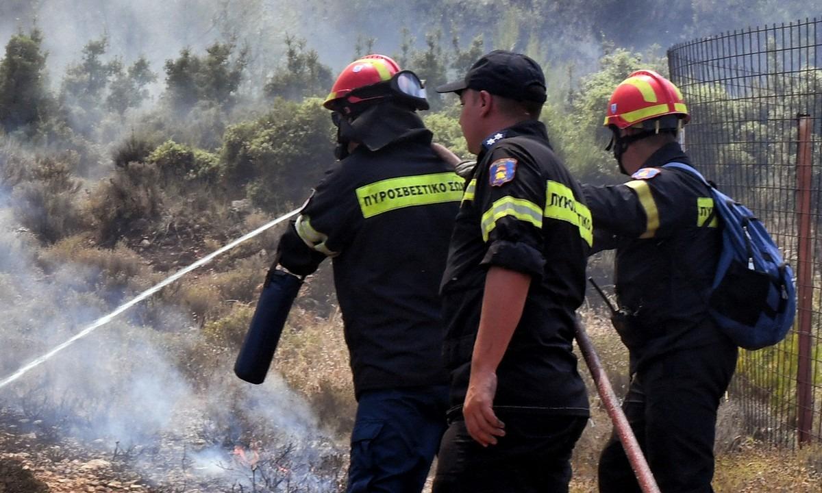 Μεγάλη πυρκαγιά στο Πέραμα