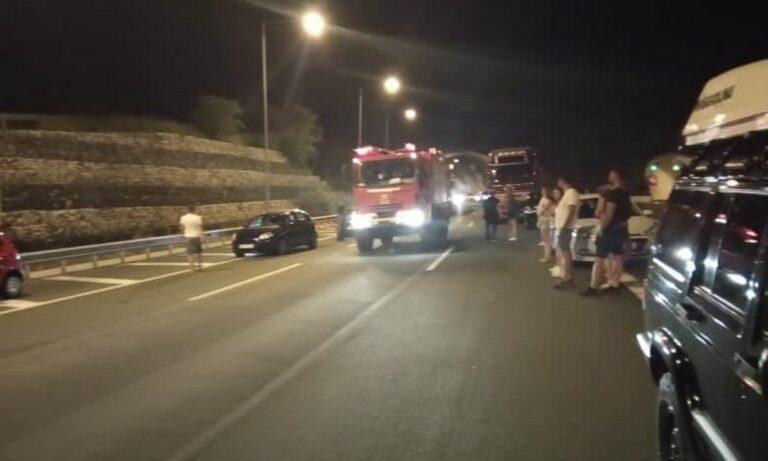 Σήραγγα Μετσόβου: Φωτιά σε όχημα εν κινήσει!