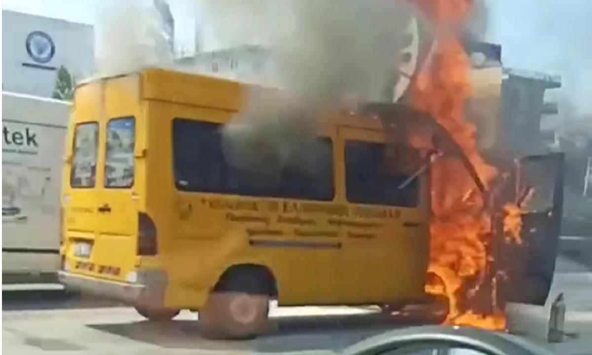 Σχολικό έπιασε φωτιά στο ύψος της Αχαρνών (pics)