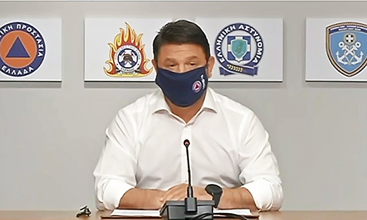 Κορονοϊός: Με μάσκα εμφανίστηκε ο Χαρδαλιάς στην έκτακτη ενημέρωση (vid)