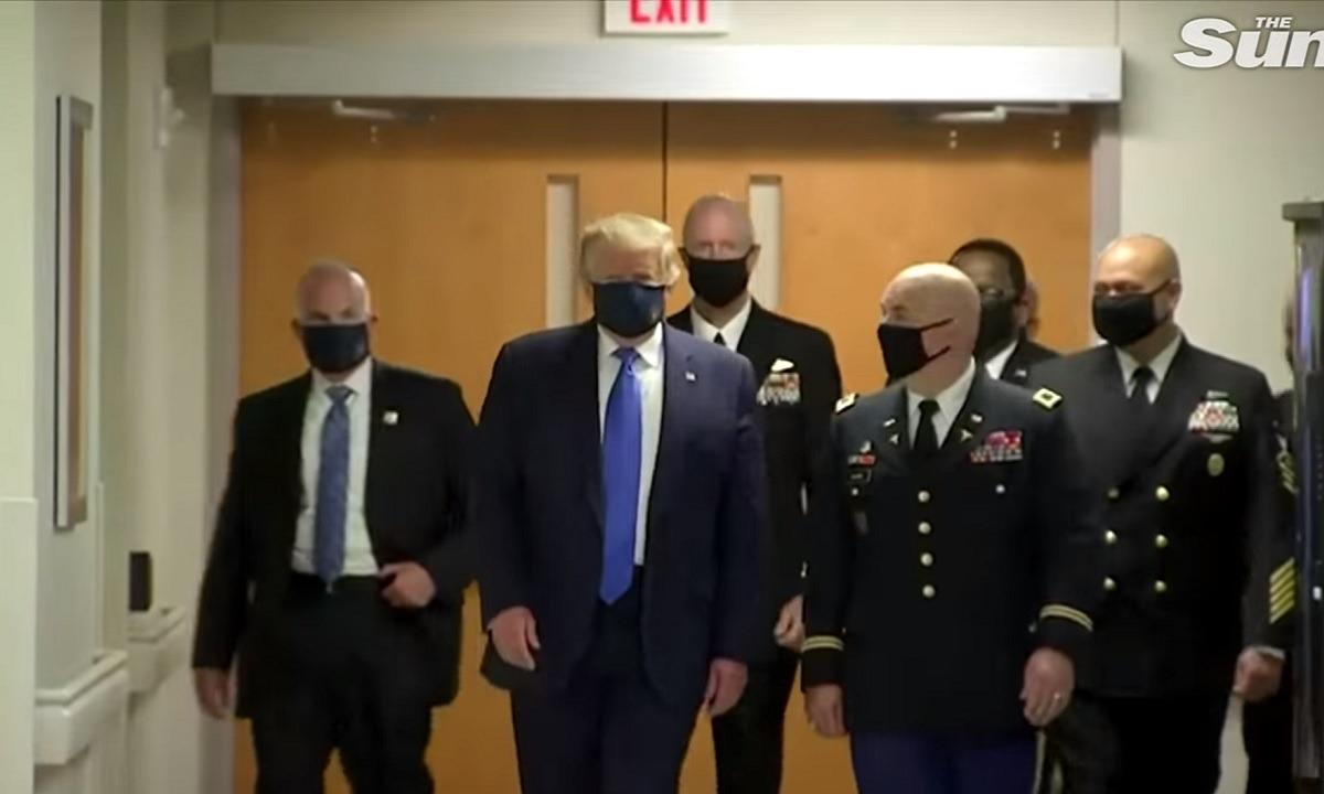 Ο Τραμπ φόρεσε μάσκα δημόσια για πρώτη φορά (vid)