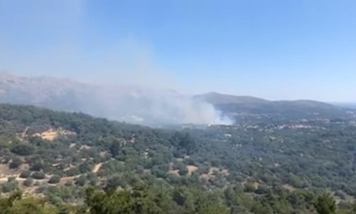 Ανεξέλεγκτη η φωτιά στην περιοχή ΒΙΑΛ στη Χίο – Δύο χωριά εκκενώνονται (pic-vids)