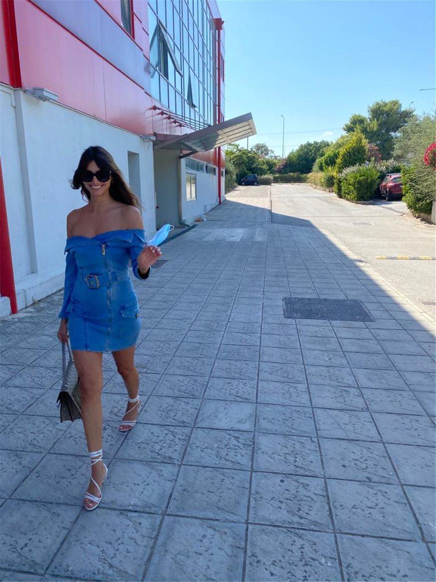 Ηλιάνα Παπαγεωργίου: Πήγε στον Alpha με καυτό τζιν φόρεμα! (pics)