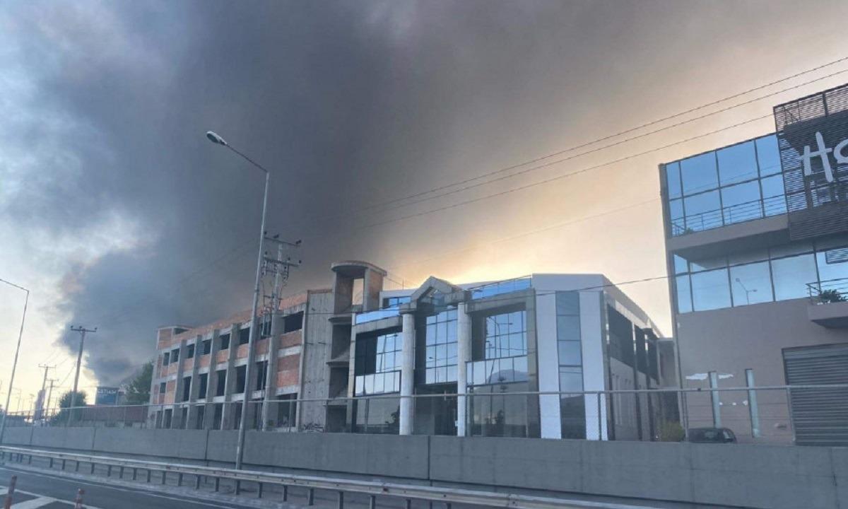 Φωτιά στη Μεταμόρφωση: Αγωνία για το τοξικό νέφος