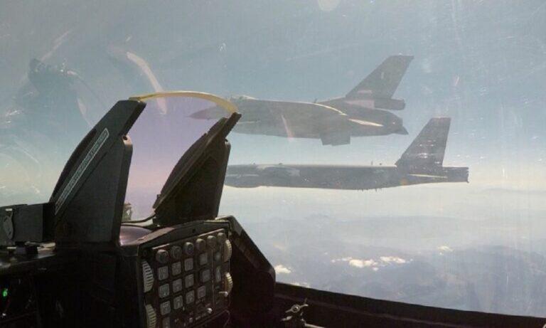Ελληνικά F 16: Έδιωξαν τουρκικά μαχητικά δίπλα από αμερικάνικό B 52
