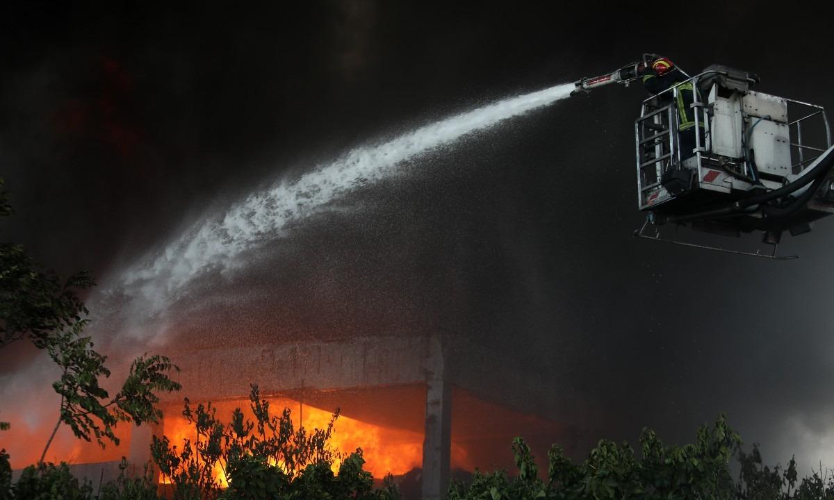 Φωτιά στη Μεταμόρφωση: Άκρως τοξικός ο καπνός – Αυτά πρέπει να κάνουν οι πολίτες (vid)
