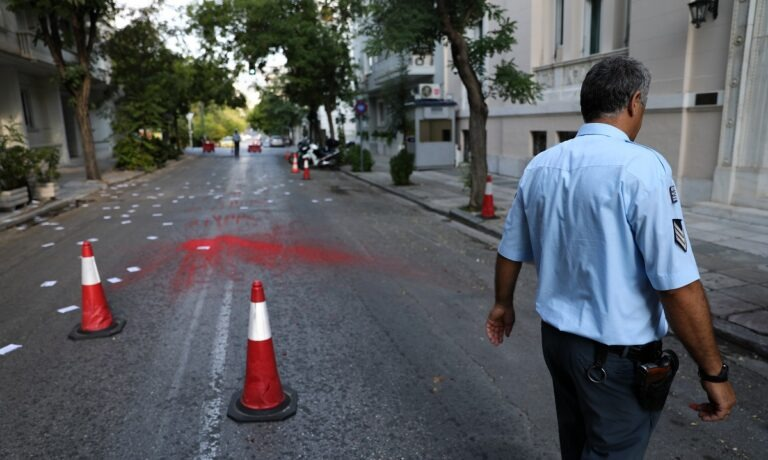 Επίθεση στην πρεσβεία της Τουρκίας στην Αθήνα: Πέταξαν μπογιές και τρικάκια (pics)