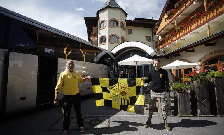 Σάλκε-Άρης: Και οπαδοί των «κίτρινων» στο γήπεδο – Ρωτούσαν για τον Χαριστέα οι Γερμανοί (pics)