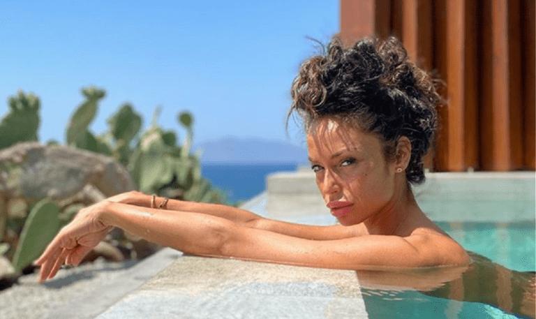 Η πρώην του Μπαλοτέλι τρέλανε τη Μύκονο με το κορμί της (vid+pics)