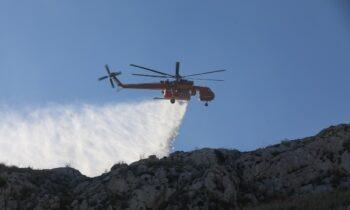 Φωτιά στην Ικαρία: Εκκενώνονται οικισμοί (vids)