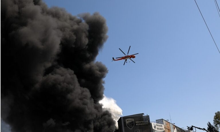 Φωτιά στη Μεταμόρφωση: Μήνυμα από το 112 στους πολίτες (pic, vids)